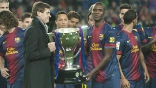Tito Vilanova y Eric Abidal ofrecen la copa de la Liga BBVA de la temporada 2012/13
