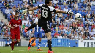 Andrés Fernández fichó por el Osasuna tras una gran campaña en el Huesca. Ahora milita en el FC Porto