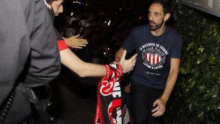 Juanfran celebra con los aficionados el campeonato