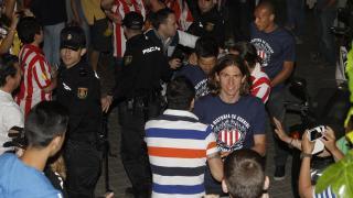Filipe, Diego y Miranda, a su llegada a un conocido restaurante madrileño