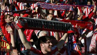 Las aficiones pusieron el color en el Estádio do Sport Lisboa e Benfica.