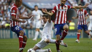 El Atlético defendiendo los ataques de los blancos
