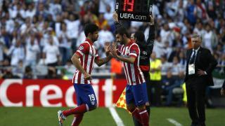 Adrián salta al terreno de juego por Diego Costa