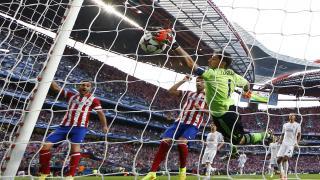 Iker Casillas no pudo evitar el gol de Diego Godín