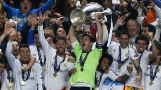 La alegría se desbordó en el palco del Estadio Da Luz cuando Casillas recibió la copa