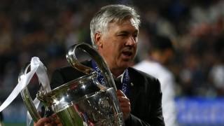 Carlo Ancelotti posa con su tercera Champions League