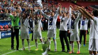 Los jugadores del Real Madrid ofrecen la Décima a los aficionados