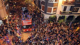 Las calles de Eibar, abarrotadas para celebrar el ascenso de su equipo