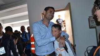 Fernando Hierro visitó a los niños participantes en el Torneo Internacional de Perú