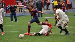 El FC Barcelona, vencedor del Torneo Alevín, completó una gran primera jornada