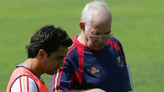 Xavi y Luis Aragonés durante un entrenamiento de la selección