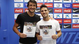 Los jugadores del Levante Héctor Rodas y Jaime Gavilán  han recibido el Manual de Bienvenida de la LFP