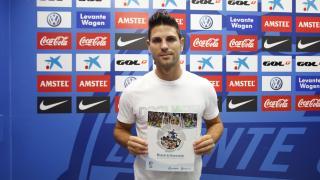 Jaime Gavilán, centrocampista del Levante, dispone del Manual de Bienvenida de la LFP