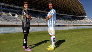 Darder y Samu Castillejo posan con las medias