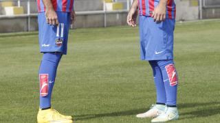 Rúben y Morales, jugadores del Levante UD posaron con las medias