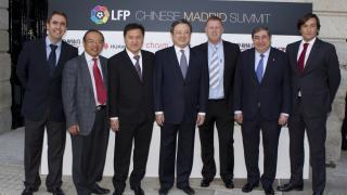 Delegación china junto a Augusto César Lendoiro, embajador de la LFP