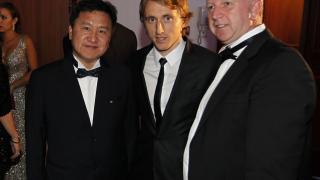 Luka Modrić y la delegación de empresarios chinos en la 'Gala de los Premios LFP 2014'