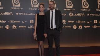 Pablo Machín, entrenador del Girona FC, junto a su acompañante