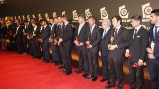 Los galardonados posan con su premios