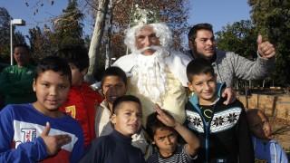 El presidente de la Liga de Fútbol Profesional, Javier Tebas, junto a los niños