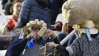 Más aficionados con ajos en las gradas del Heliodoro Rodríguez López