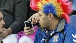 Diferentes pelucas fueron protagonistas entre los aficionados que acudieron al Tenerife - Valladolid