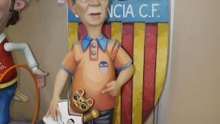 Algunas fallas dedicaron su imagen al presidente del Valencia, Peter Lim