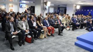 Numerosas personalidades del mundo del deporte acudieron a la presentación del informe sobre el impacto socio-económico del fútbol