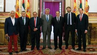 Javier Tebas y Jesús Posada, presidente del Congreso, junto a representantes de los clubes de La Liga