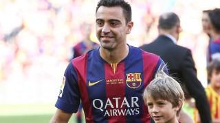 Xavi disfrutó con su familia sobre el césped del Camp Nou