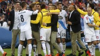 Los futbolistas del Deportivo celebraron su permanencia en Liga BBVA en el Camp Nou