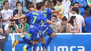 El gol de Alberto Aguilar en El Sardinero mantiene a la Ponferradina con vida para el play-off