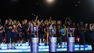 Jugadores y afición se unieron en el Camp Nou para celebrar