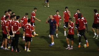 Paco Jémez dando instrucciones durante el entrenamiento