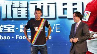 Zhang Chengdong no puede contener su alegría por fichar por un club de la Liga BBVA
