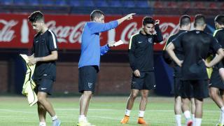 Javi gracia no dejó de dar órdenes a sus hombres de cara al choque contra San Lorenzo