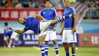 Canales deleitó a la grada con malabarismos antes del comienzo del partido.