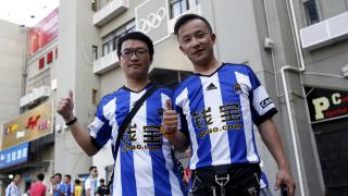 Gran expectación en las inmediaciones del Wutaishan Stadium para ver el Rayo - Real Sociedad.