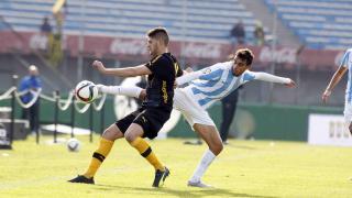 Ricardo Horta intenta llevarse el balón con un remate acrobático