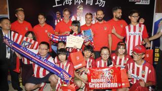 Numerosos seguidores del equipo rojiblanco no se quisieron perder detalle de la visita del Atlético a tierras chinas