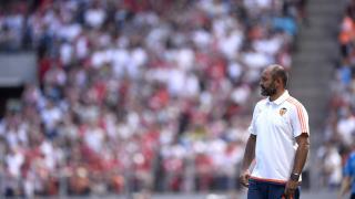 Nuno, pensativo durante un partido del Valencia en pretemporada
