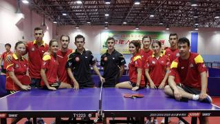 Los jugadores de tenis de mesa, integrantes de la Gira LFP World Challenge