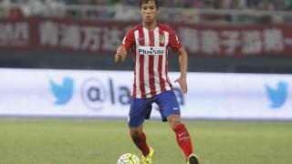 Óliver Torres conduce el balón. El canterano se ha hecho un hueco en los planes de Simeone.