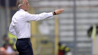 Roberto Mancini, técnico del Inter, da instrucciones a sus jugadores
