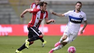 Ibai Gómez lucha por un balón durante el encuentro