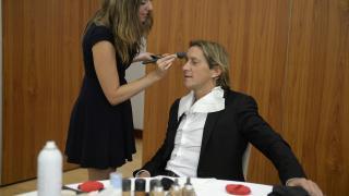 Míchel Salgado en maquillaje antes de empezar la gala.