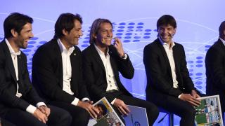Albelda, Urzaiz, Salgado y Morientes bromean durante la gala.