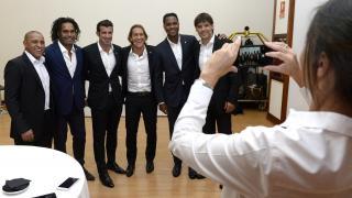 Roberto Carlos, Karembeu, Figo, Salgado, Kluivert y Morientes.