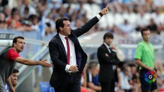 Juan Carlos Carcedo también da indicaciones en el Sevilla