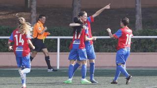 Adriana celebra el primer tanto que el Levante UD marcó al Collerense UD.